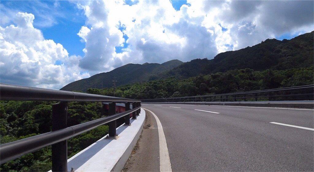 石垣島の山の方の道