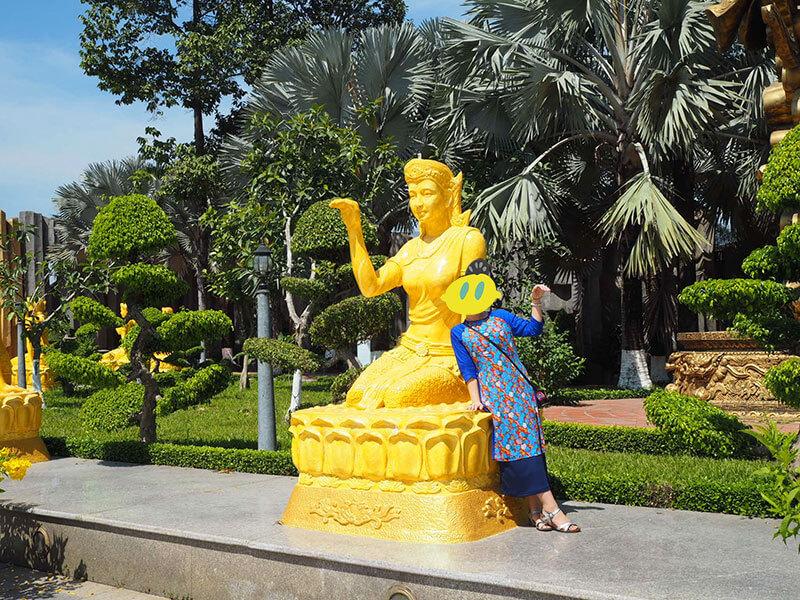 スイティエン公園の金色の像