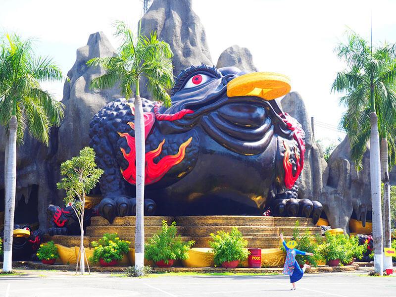 スイティエン公園の巨大なガマガエルの像