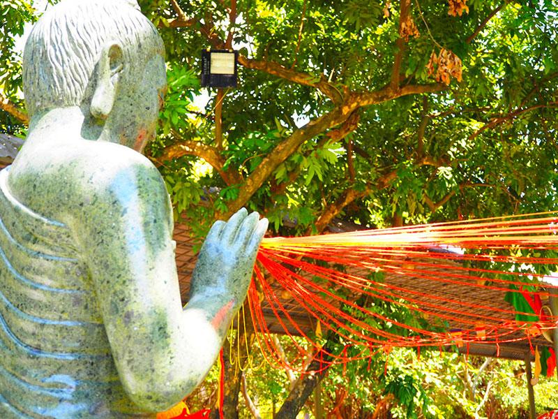 スイティエン公園の毛糸菩薩、後ろからの図
