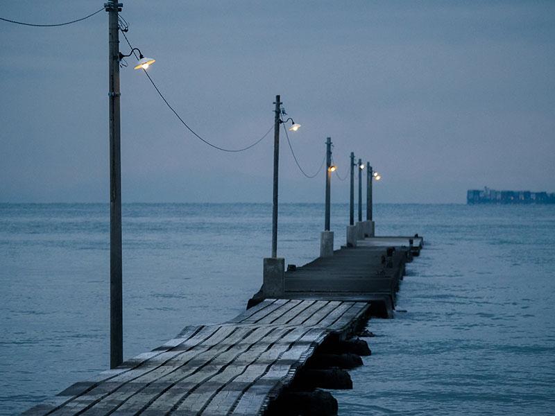明かりが灯る原岡桟橋