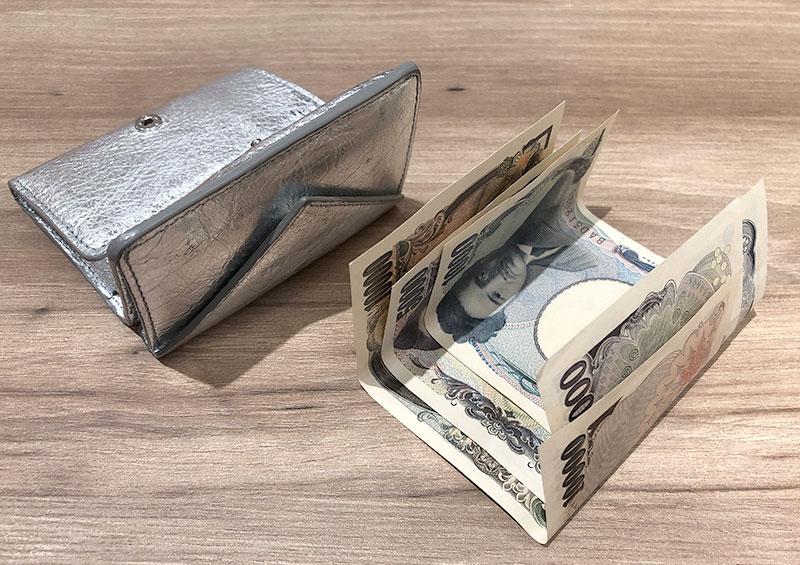 ミニ財布に入れたお札はこうなる