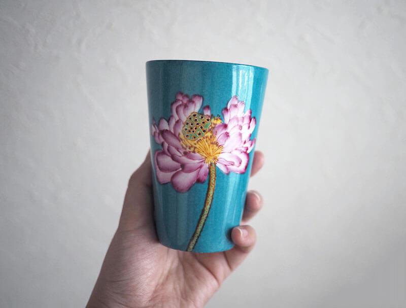ゼンライフストアの蓮の花柄のコップ