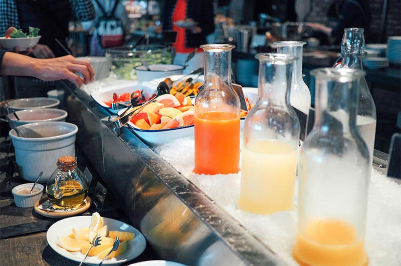 ホテルサイクルの朝食、フレッシュなジュースたち